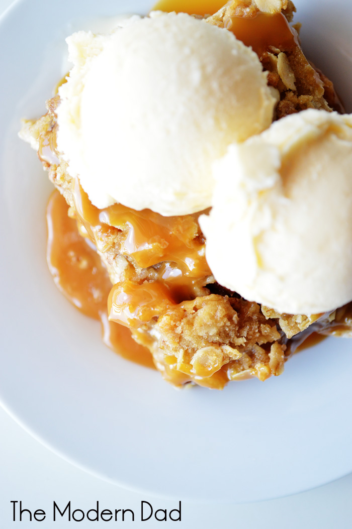 Apple Crisp Cheesecake Bars | The Modern Dad